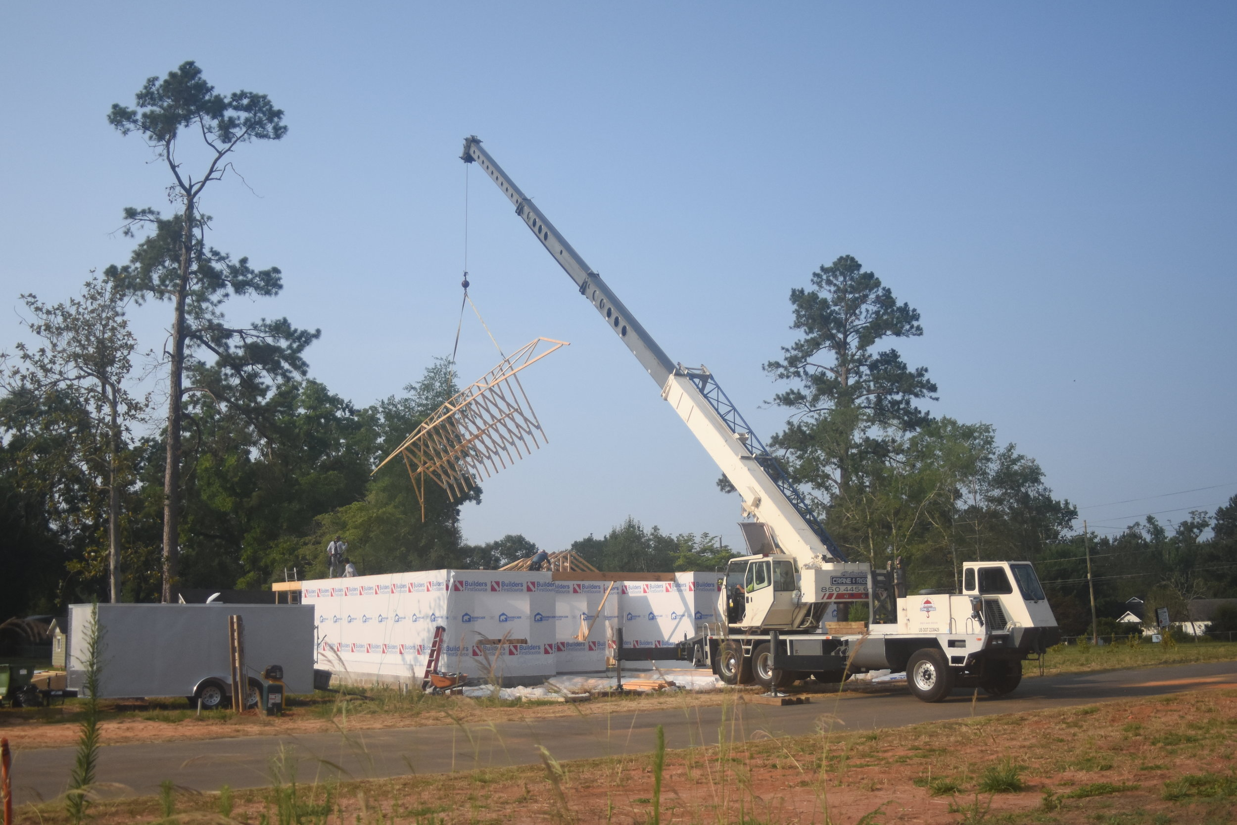 crane rental company for truss setting tallahassee panama city.JPG