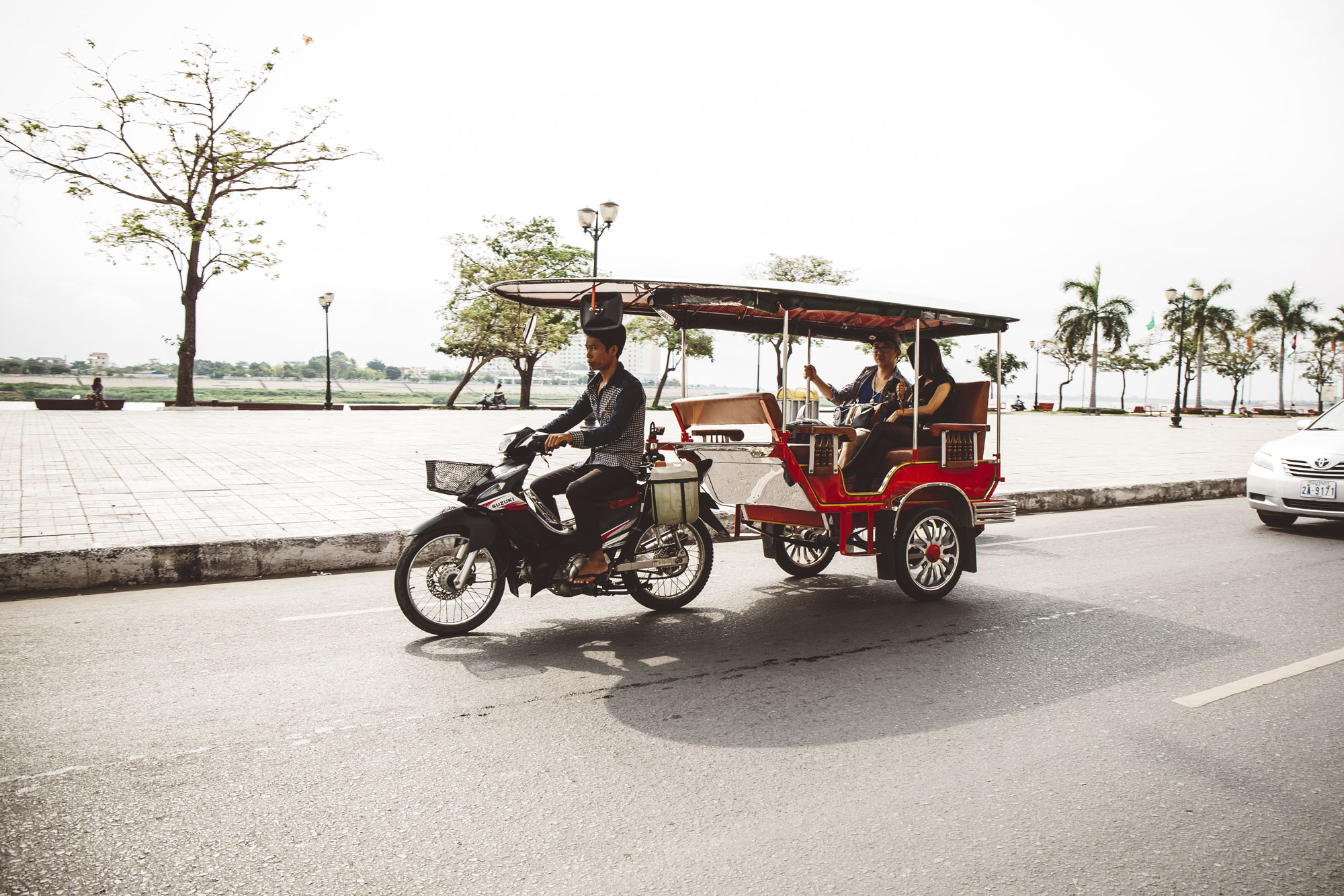 Tuktuk-Phnom-Penh-1_small.jpg