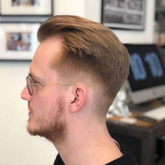 Vanaf nu elke donderdag koopavond bij Moustache in Leeuwarden. Je bent van harte welkom tot 21:00. . . . . . . #moustache #barbershop #moustachebarbershop #haircut #leeuwarden #friesland #fryslan #groningen #barber #barbers #men #grooming #students #kevinmurphy #americancrew #058 #050 #hairstyle #fade #okbye #esn