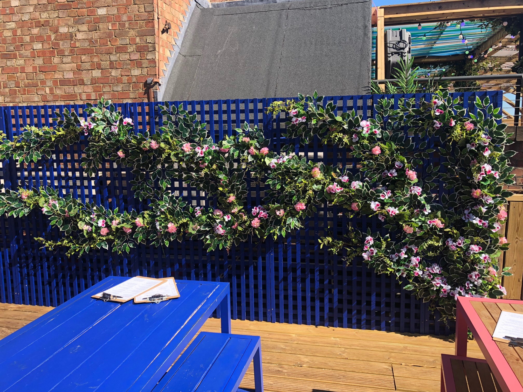 We chose source points for our artificial plant, flowers and foliage installations.