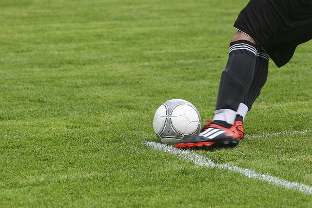 Soccer_Sport_Field_Kick_Feet_Ball_452569_S_.jpg