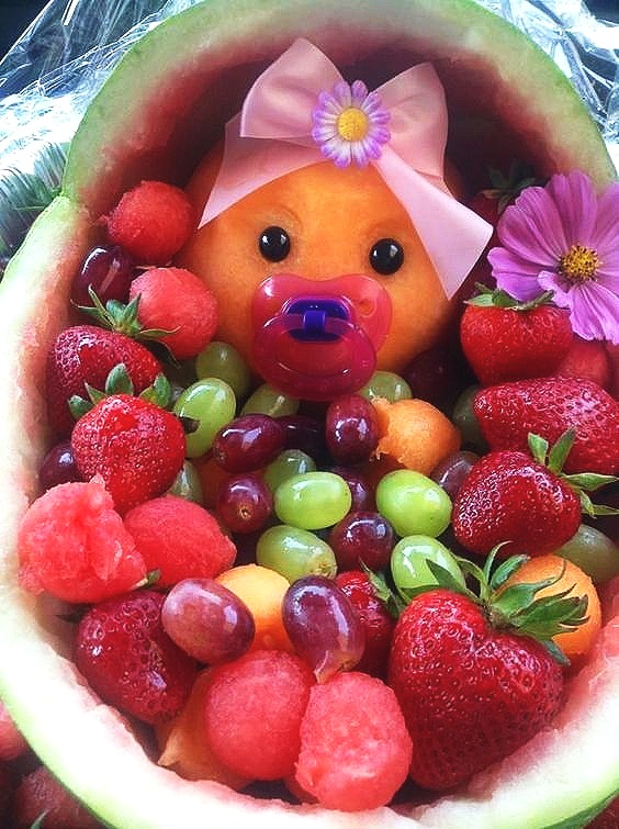 baby shower fruit platter.jpg