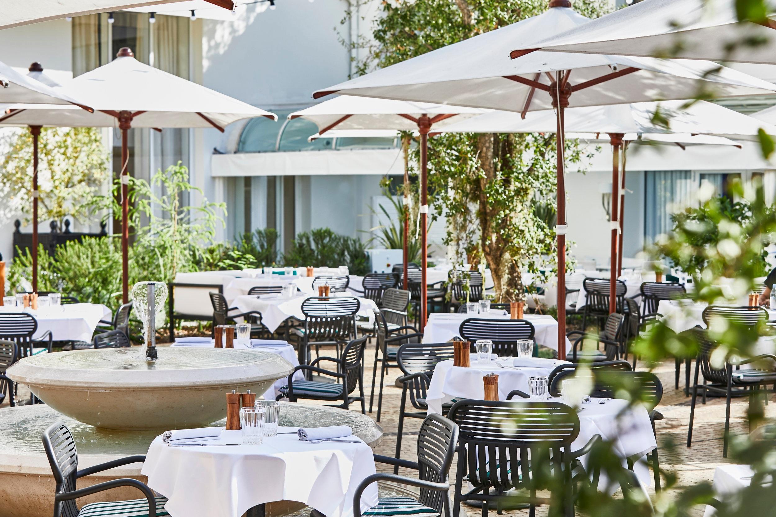 Le jardin du martinez - La Croisette has a new and exclusive place to mix and mingle, Le Jardin du Martinez, a unique, verdant getaway, a bucolic setting crafted by landscape architect Philippe Niez.