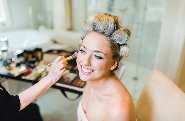 Can't get enough of this BEAUTY!!! Had so much fun getting Joanna ready for her big day!  Photography: @alexisbrookephoto  #bridalmakeup #timeless #elegant #weddingmakeup #weddingday #hillgoesgreen2018 #glowing #makeup #skincare #thatface #pictureperfect