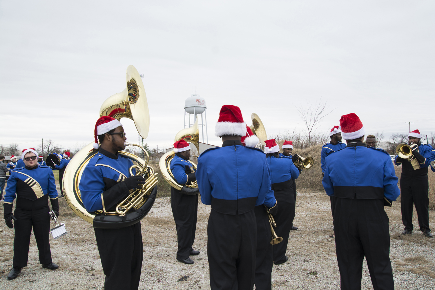 7-Band Warm up picher xmas Sabrina Staires 1191.jpg