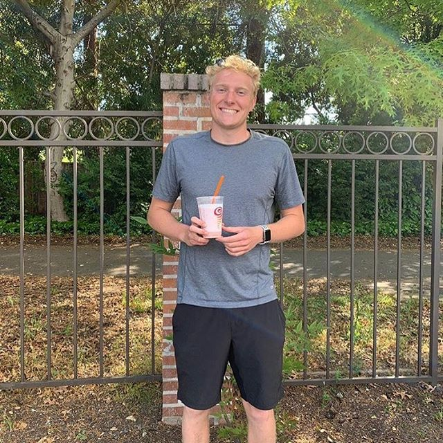 """""""Thank you to @jackww24 for cheering on fellow teammates at EBAL with smoothies"""" Thanks @elyse.wilkerson and @jackww24 for their act of kindness forwards others and for improving their community! #doitforlilysrv - Remember to DM us your acts of kindness and visit our website doitforlily.cf"""