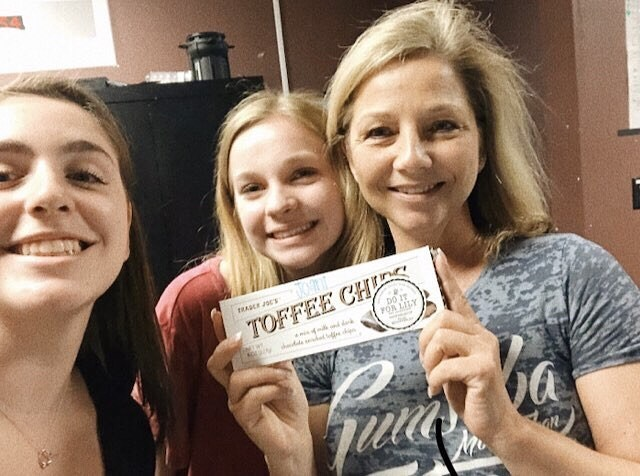 """""""Ari and I brought the srv dance teacher joani a treat to wish her luck with the spring dance show"""" Thank you to @kate.strauch and @ari.rosenblatt for appreciating the hard work of the people around them! #doitforlilysrv - DM us your acts of kindness in honor of Lily and visit our website doitforlily.cf"""