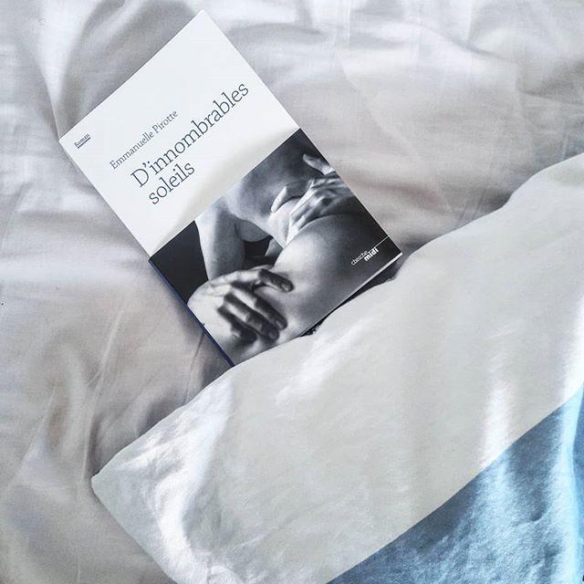 """Que diable s'est-il joué cette matinée du 30 mai 1593 en l'auberge de la veuve Eleanor Bullà Deptford, petit bourg au sud-est de Londres? Le sulfureux poète et dramaturge Christopher Marlowe y a-t-il véritablement perdu la vie dans une rixe ainsi que les conclusions officielles de l'enquête, aujourd'hui questionnées par plusieurs spécialistes, semblent l'indiquer?  Privilège de la romancière, Emmanuelle Pirotte s'approprie l'Histoire et offre à l'homme de lettres un sursis de quelques 250 pages, une poignée de semaines hors du temps qui prendront la forme de la plus torride des passions, de la plus évidente aussi, en dépit des préjugés de celui à qui les femmes n'inspiraient jusqu'alors qu'indifférence ou mépris. . . """"Quand il tente de comprendre ce qui le séduit chez elle, il sait au moins ceci: Jane est intensément vivante. Il ne lui est pas souvent arrivé d'être en présence de personnes qui possèdent cette vibration, cet excédent de vie."""" . .  Lorsque Walter recueille et cache dans son manoir l'ancien amant qui continue de peupler ses fantasmes, il ne peut imaginer que c'est presque malgré lui aux charmes de sa jeune épouse que succombera l'écrivain. La fureur qui les emporte sera absolue, dévorante, incandescente, éperdument charnelle.  SUITE EN COMMENTAIRE ⬇️⬇️⬇️"""
