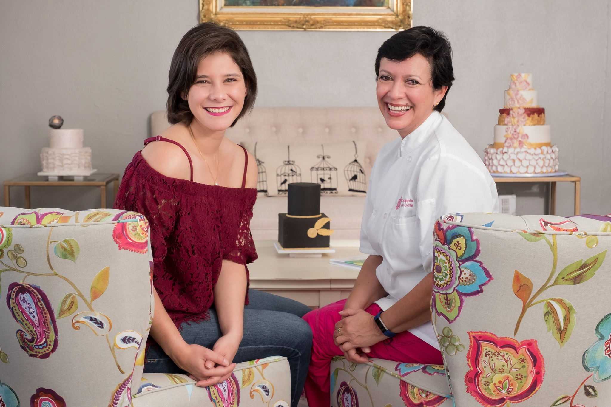Friendor Friday: Pink Pineapple Cakes - Pink Pineapple Cakes was founded in 2011 by this spectacular & driven mother/daughter duo! Rebeca & Aura opened the bakery in hopes of uniting families & bringing positivity into everyone's lives. This year, they were featured on The Food Network Show, Winner Cake All & we are so thrilled they agreed to an interview! Rebeca answered all of our burning questions for us! Also follow them on Instagram and check out their website! (They do online ordering now!)