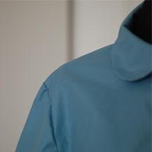 Narrow shoulder -