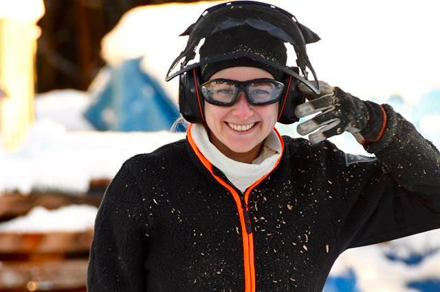 Malin Nilsson - Malin Nilsson jobbat i företaget ca 18 månader. Malin skulpterar enbart med sågen och hade gjort detta innan hon började hos oss.