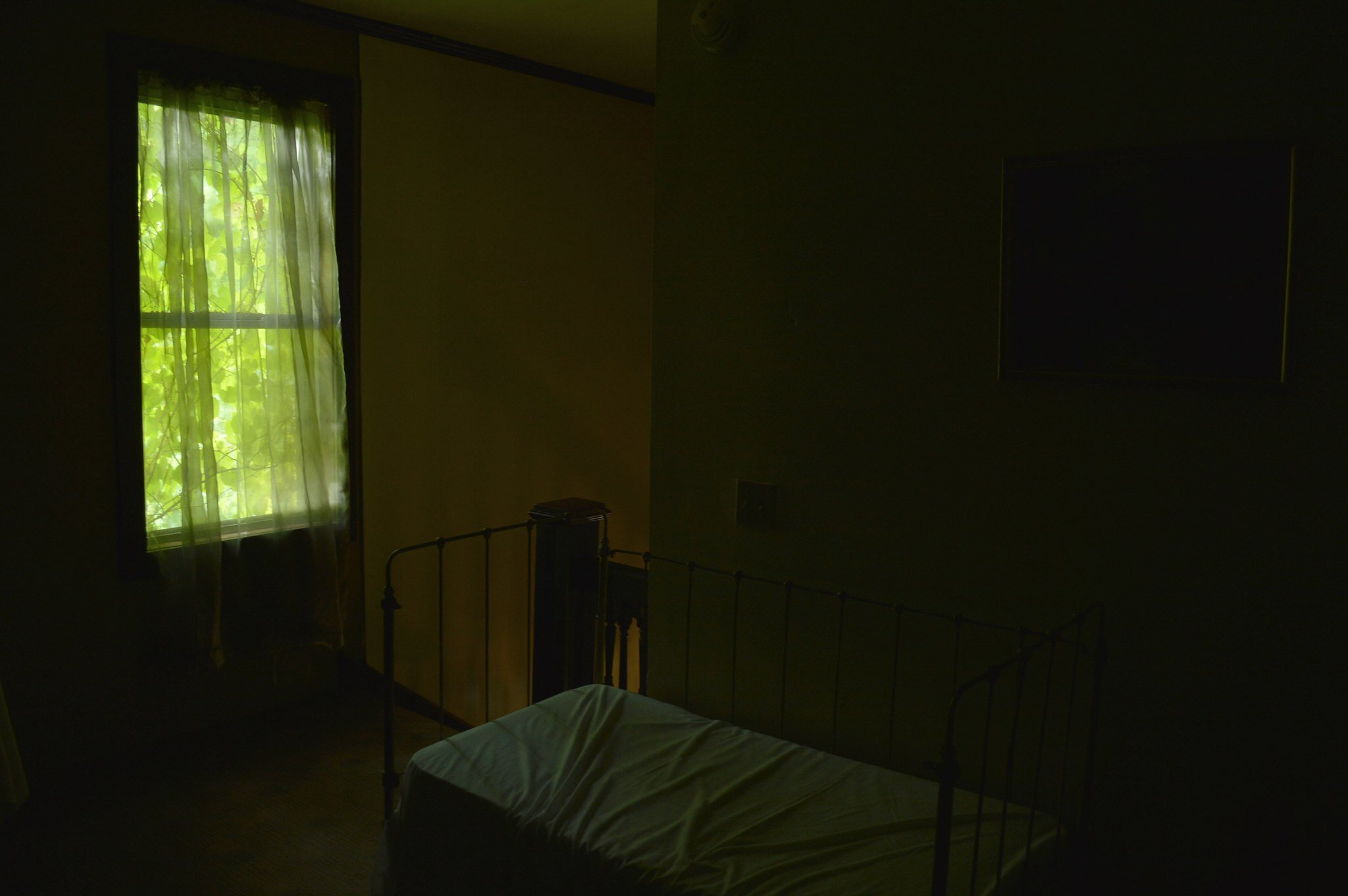 Green Window Nikon D3200 18-55mm f:3.5-5.6.jpg
