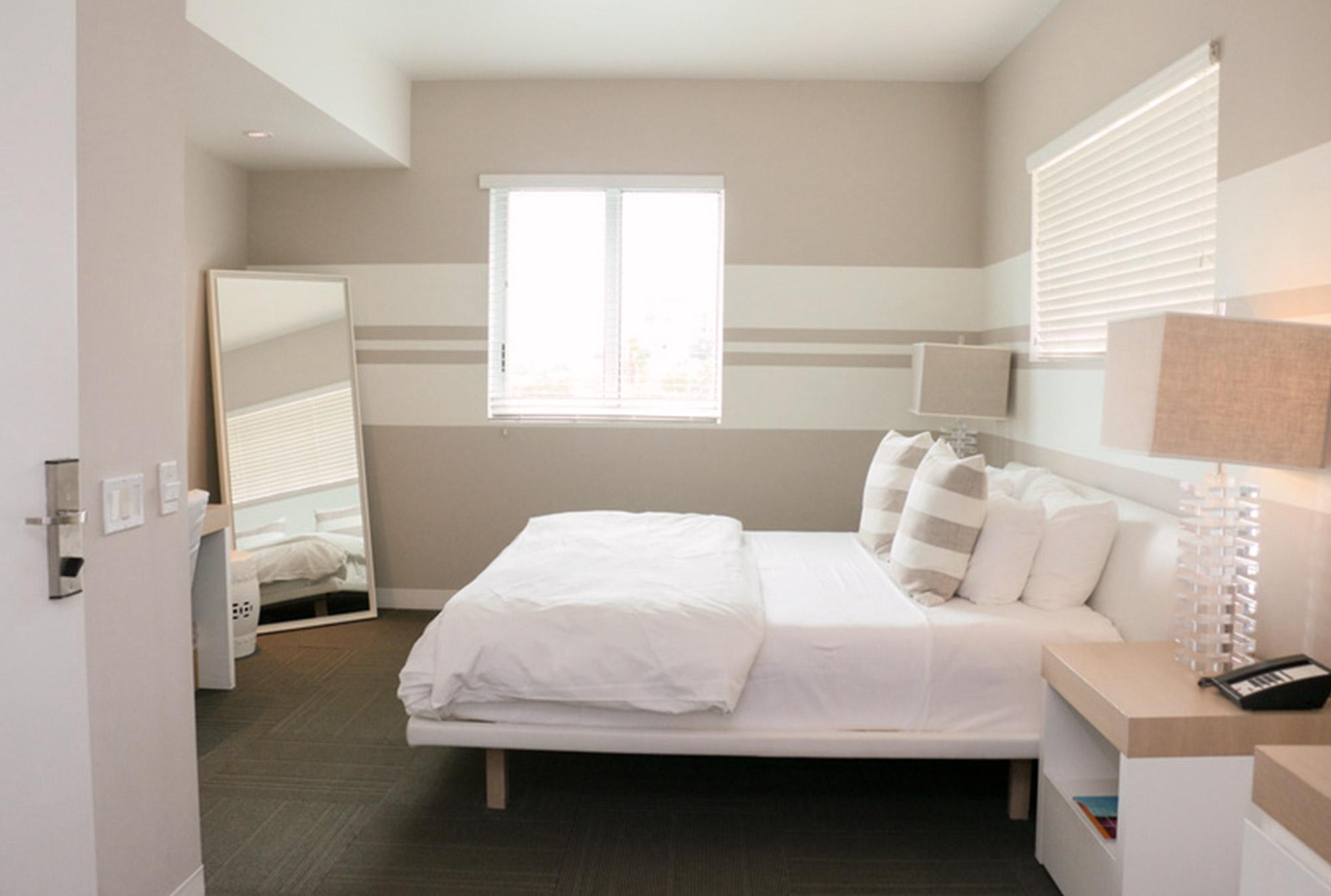 room-deluxecity.jpg