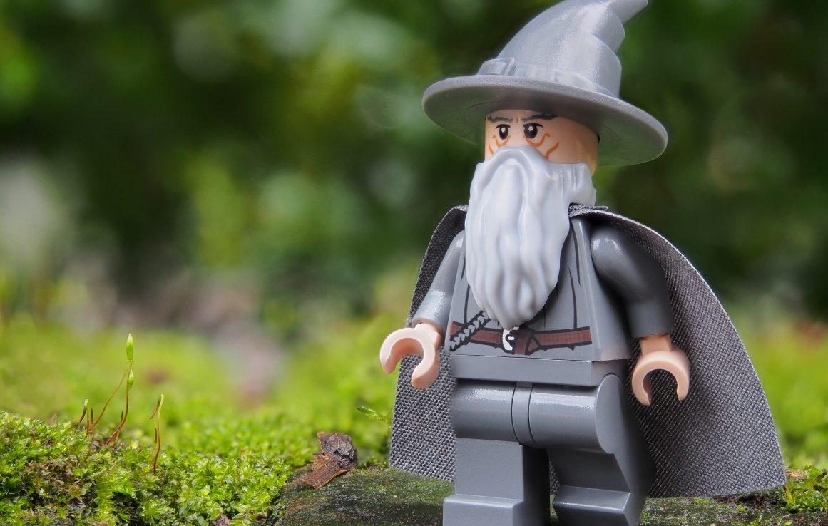 wizard_gandalf_lego_magic_sorcerer_lord_of_the_rings_tolkien_gray-1193558.jpgd_-e1504804770393.jpeg