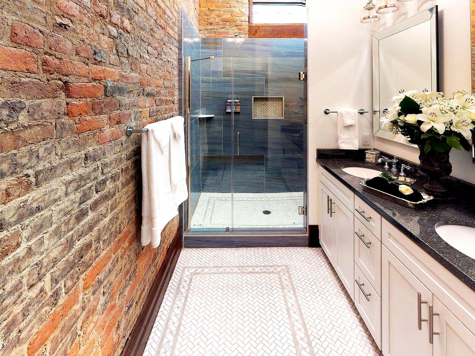 Capones-Loft-Bathroom.jpg