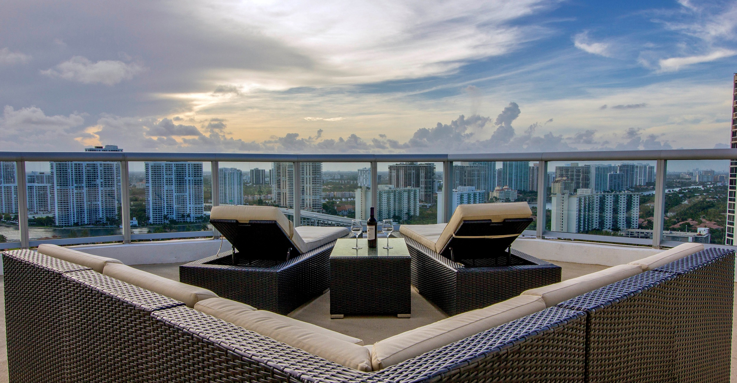 Balcony+of+a+Penthouse+in+Miami+Beach
