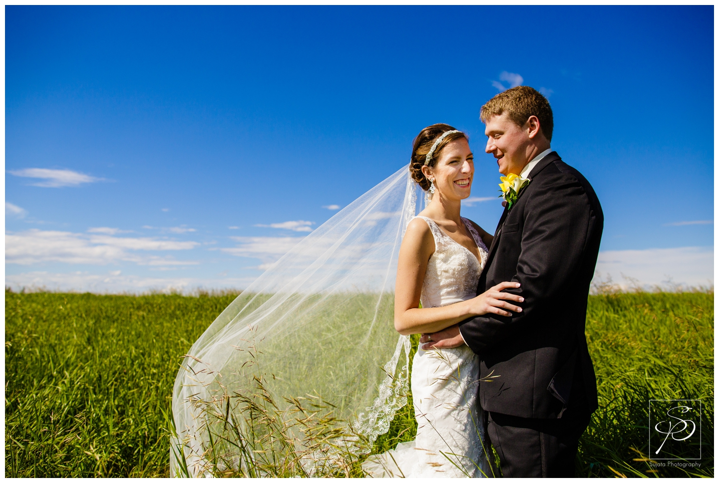 Calgary_Country_Hills_Golf_Course_Wedding_photographer_photo_0016.jpg