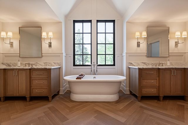 I love the symmetry and all the beautiful wood in this ensuite by @verandainteriors⁣ .⁣ .⁣ #luxuryhome #realestate #luxuryrealestate #dreamhome #homedesign #luxuryhomes #luxurylifestyle #luxuryliving #customhome #bathroominspiration #masterensuite #masterbath