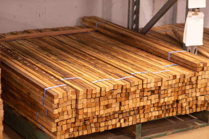 25mm x 25mm Stakes