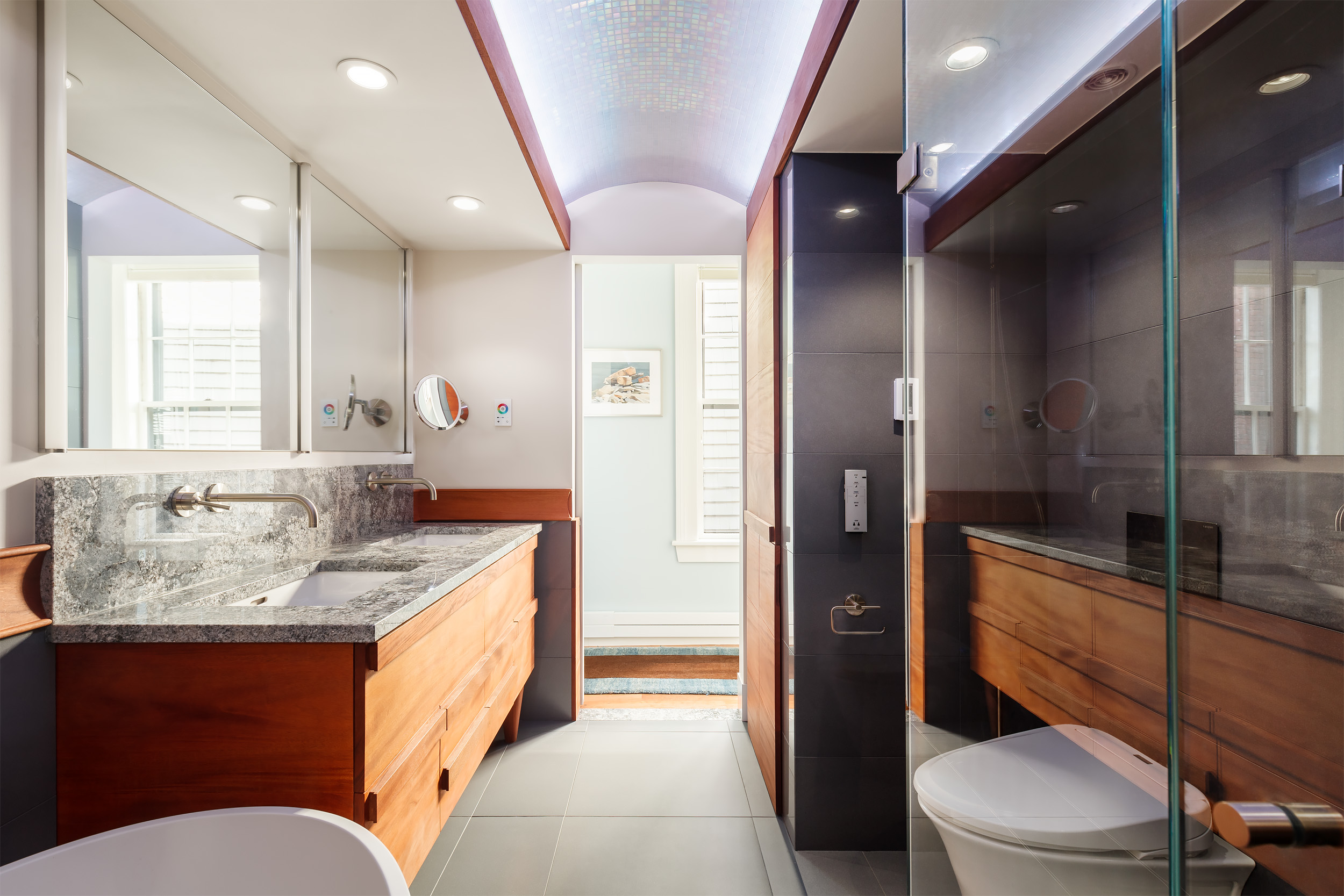 4. Bathroom view to hall.jpg