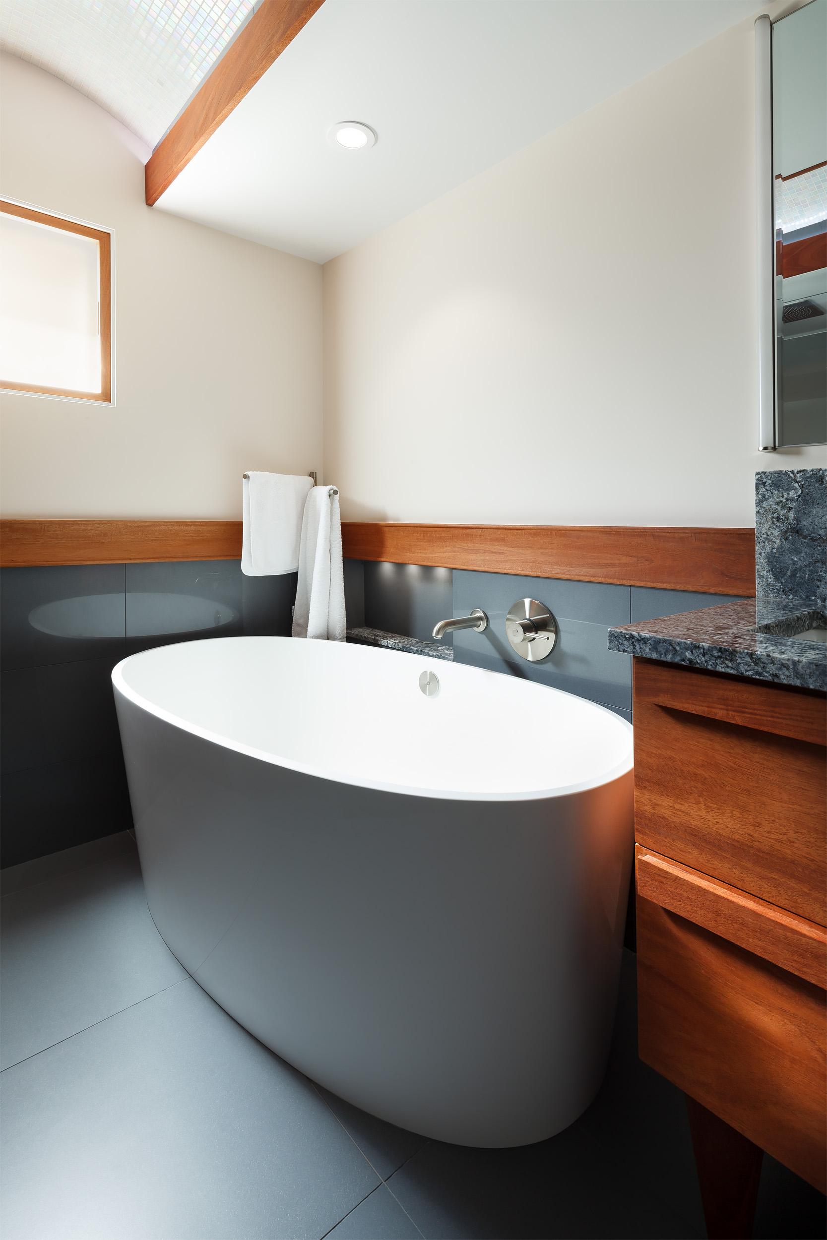 7. Bathroom tub.jpg