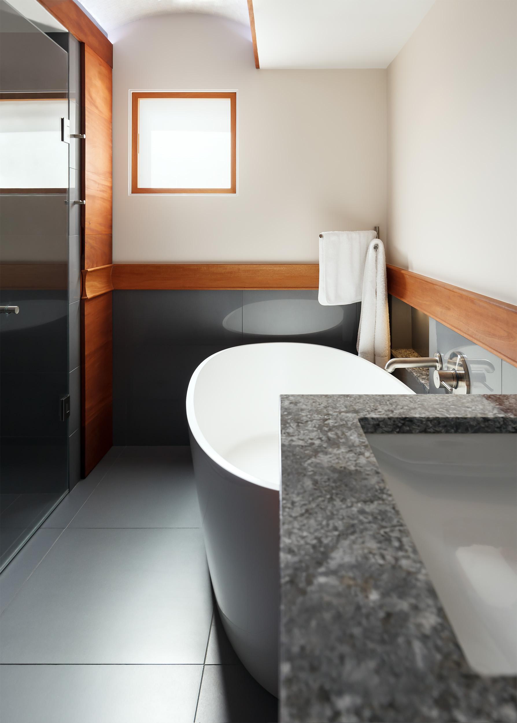 6. Bathroom vanity and tub.jpg