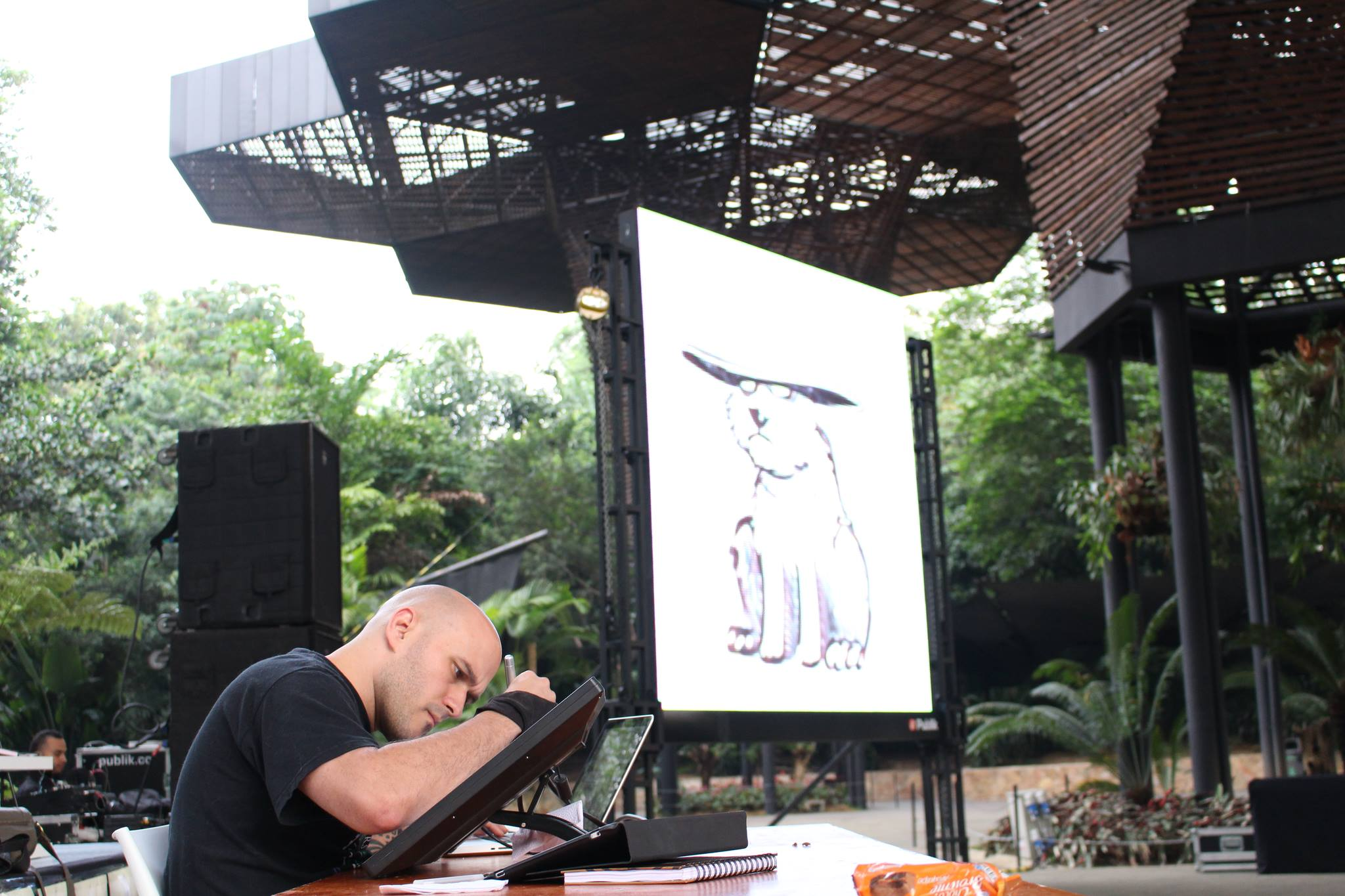 Fantasy and Scifi artist  O Abnormal (Sergio Villa-Isaza)  doing a live artwork at Fractal 13'
