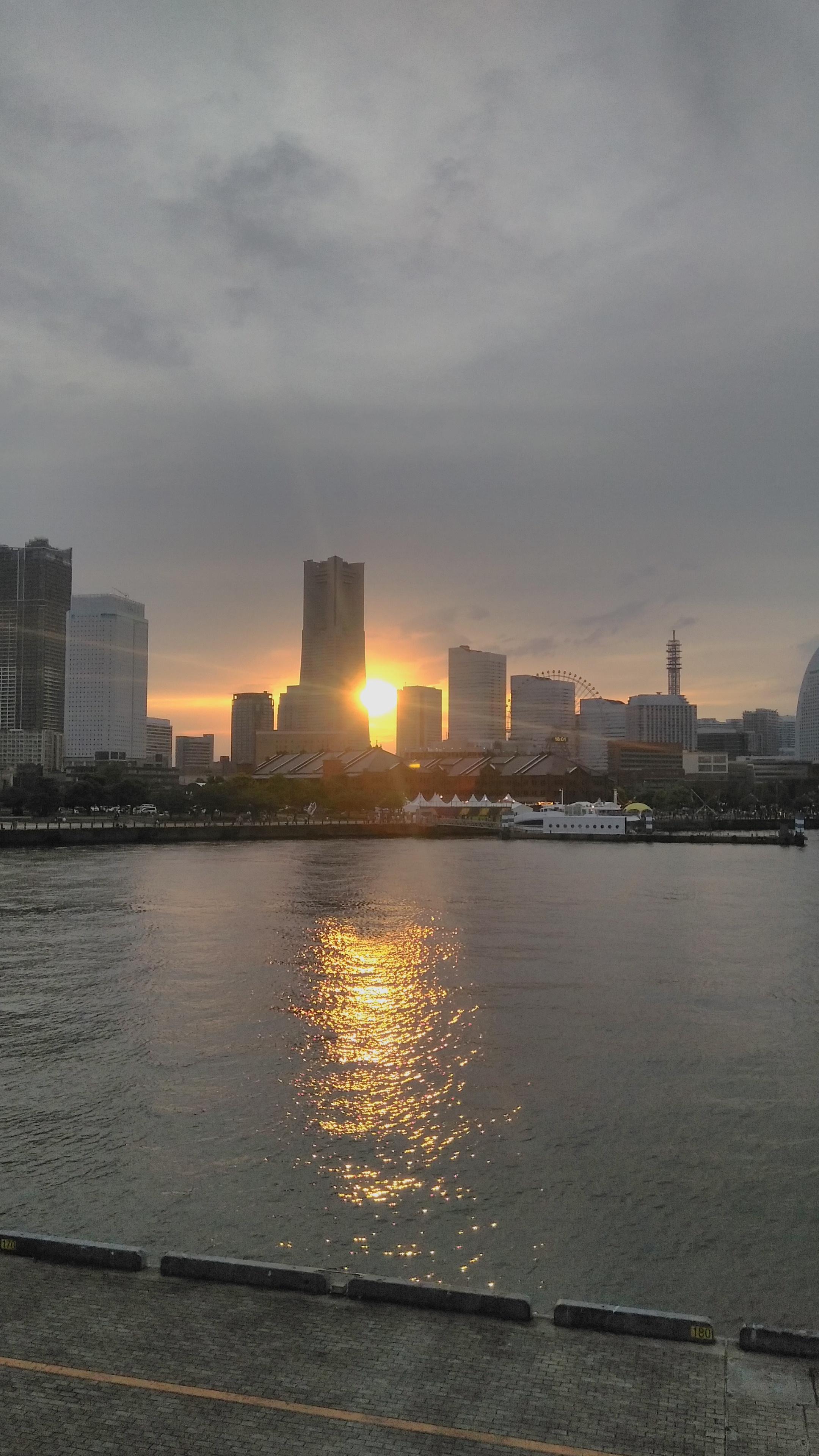 the sunset seen from Yokohama Bay