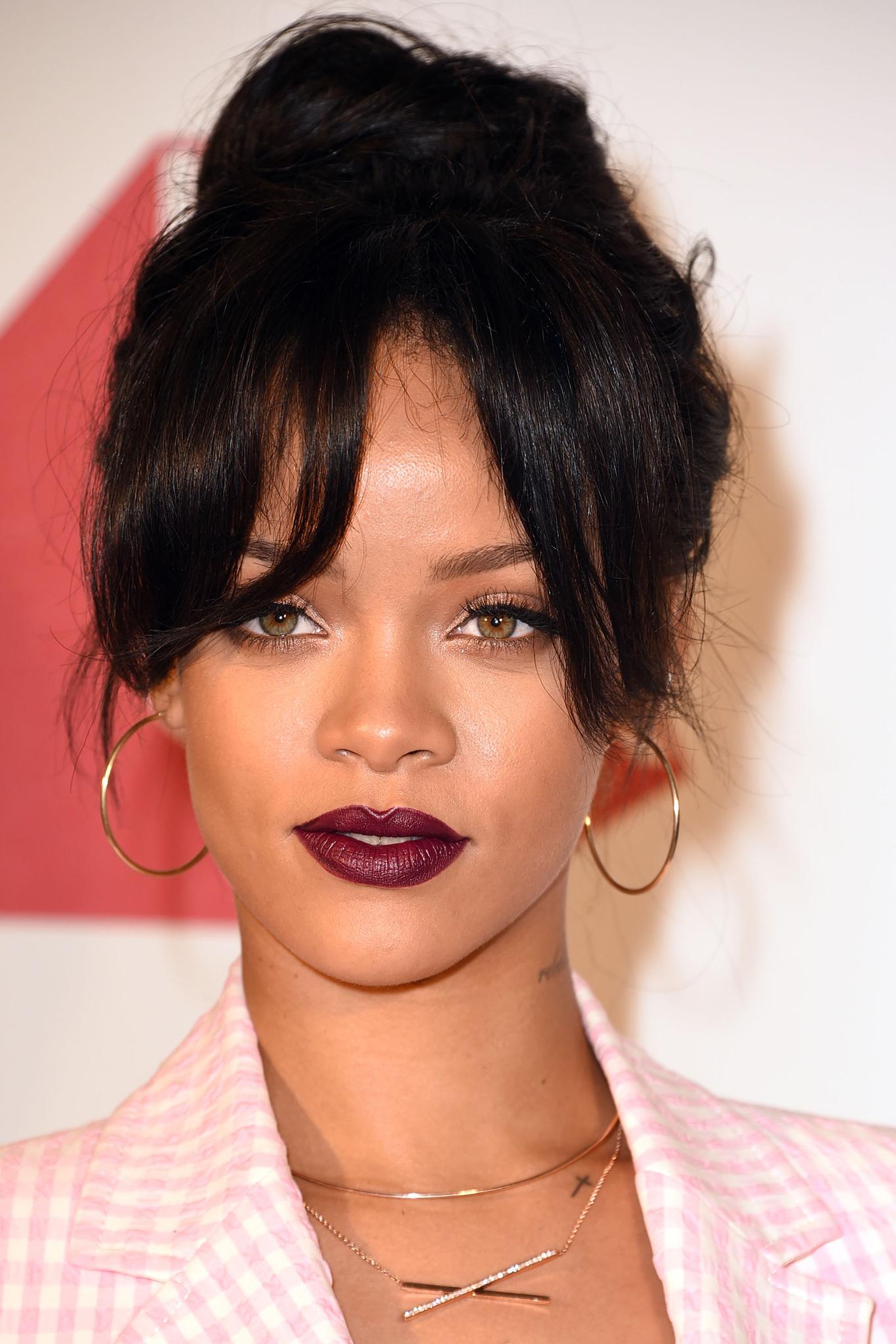 rihanna-best-lipstick-moments-12.jpg