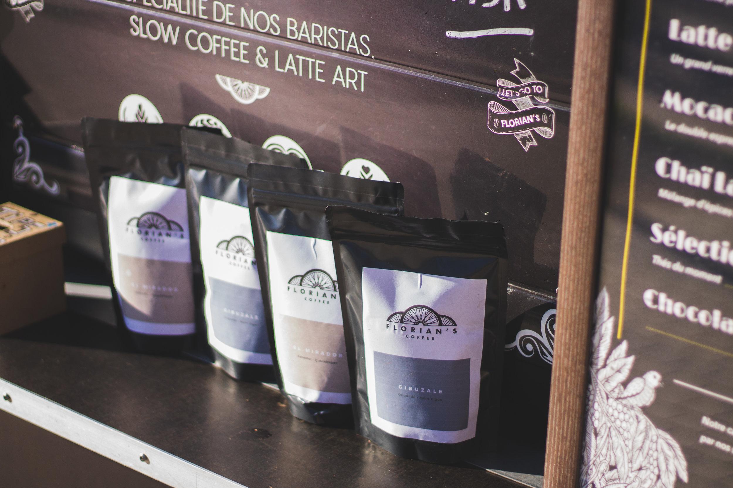 BOUTIQUE - Tous nos cafés en grains sont disponibles à la vente à emporter si vous souhaitez prolonger l'expérience Florian's Coffee chez vous !Demandez à votre barista, il saura vous conseiller.