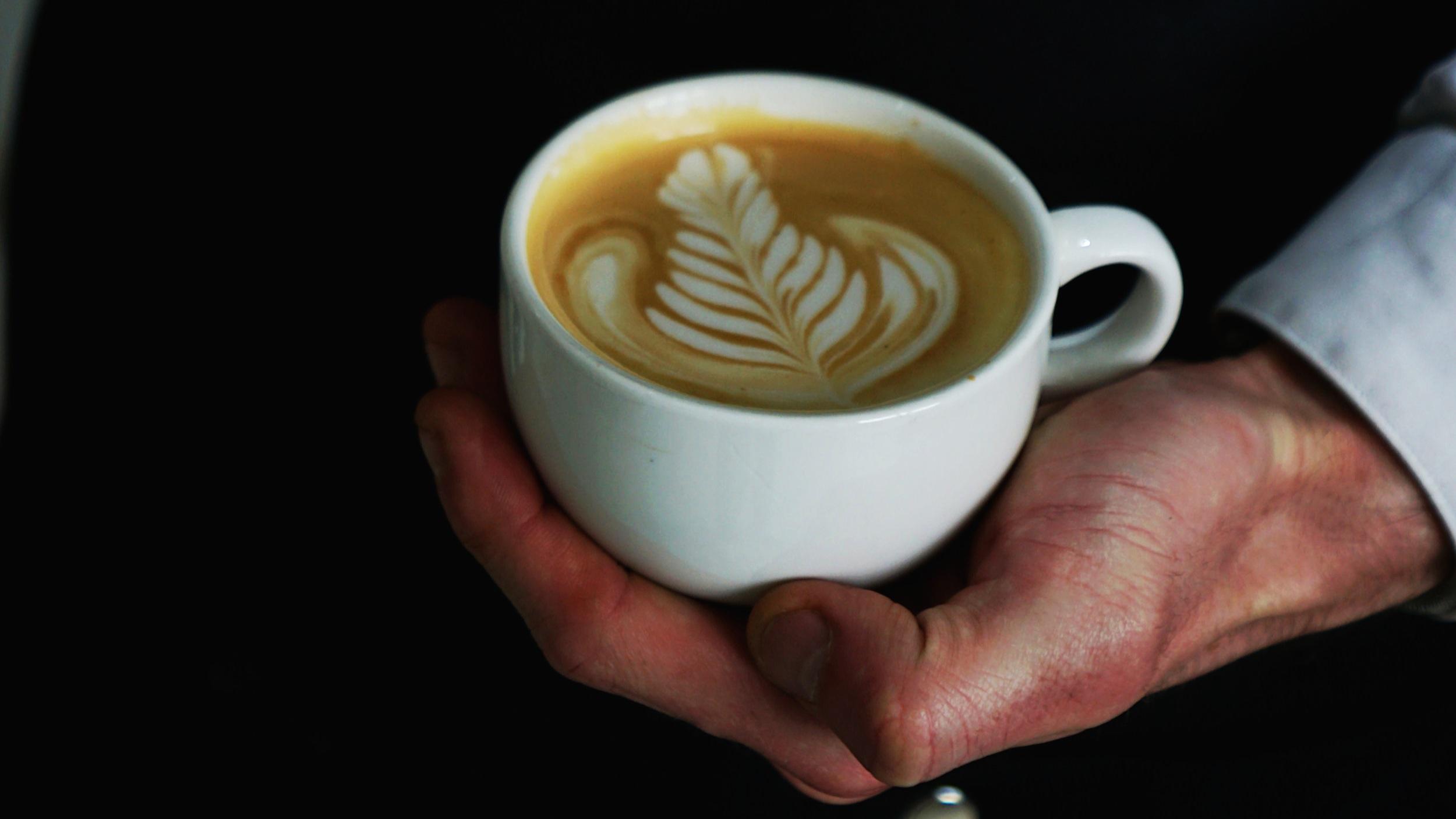 Transmission. - Une extraction parfaite est nécessaire afin de sublimer l'identité aromatique de nos cafés et c'est pour cela que tout nos baristi (les sommeliers du café) sont formés selon les standards SCA. Nous les accompagnons au quotidien dans une démarche d'amélioration constante. La prochaine fois, prenez le temps d'échanger avec votre barista Florian's Coffee qui saura vous conseiller sur le café qui est fait pour vous.