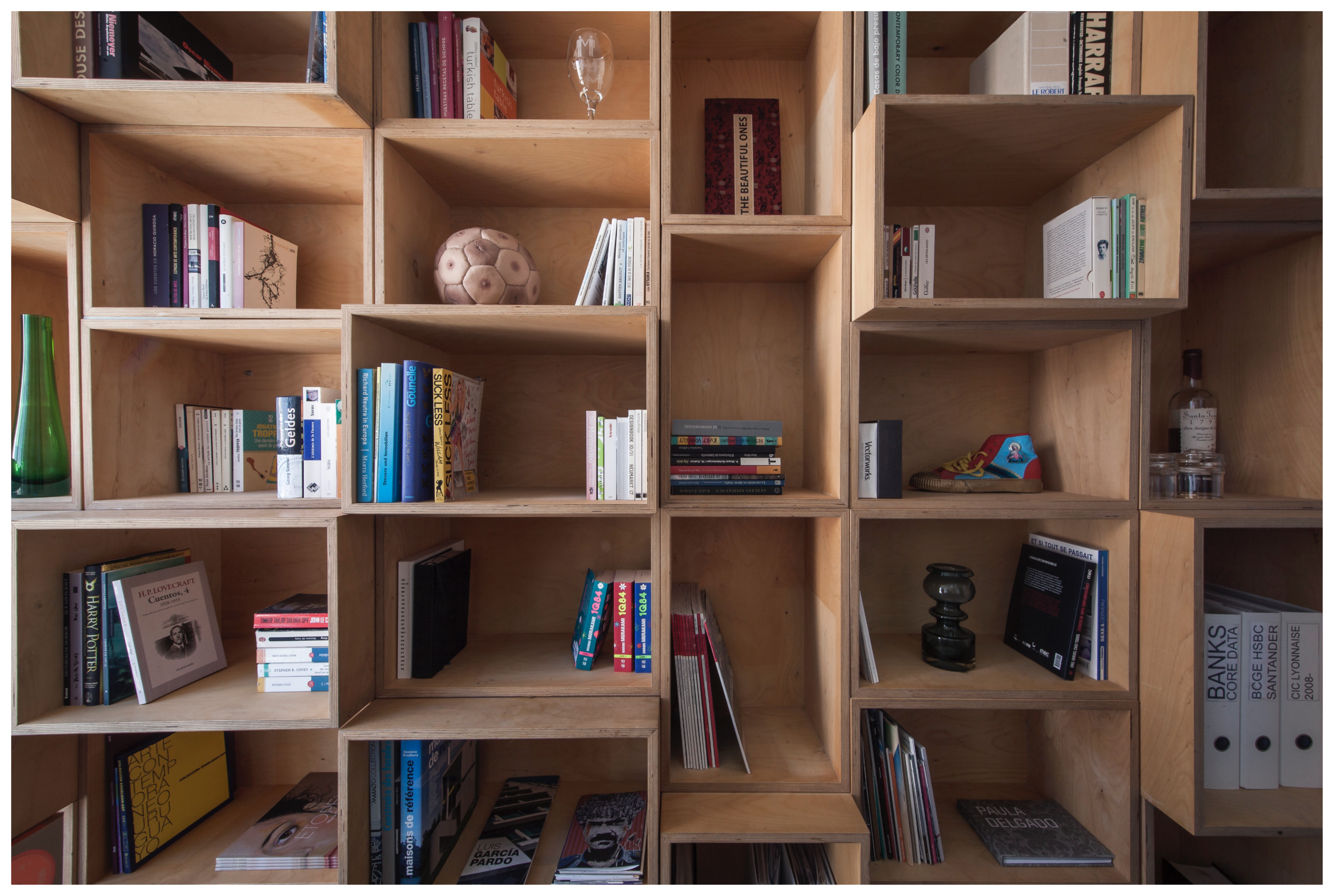 Nomadic library, Installation, plywood
