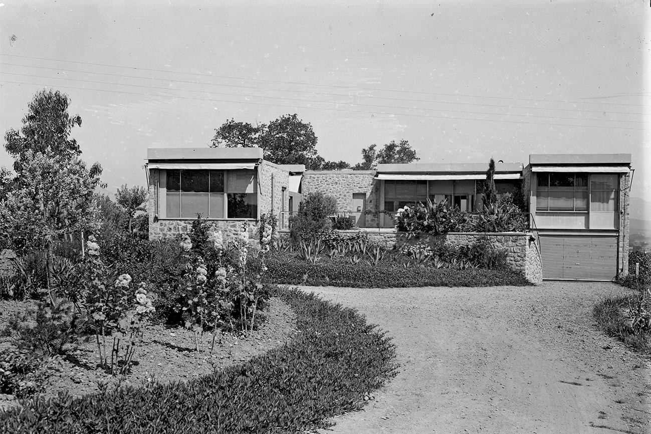 A-107-CL02 Maison au Pradet construite sur les plans de Le Corbusier 10-1937 - De Mandrot Proprietaire.jpg