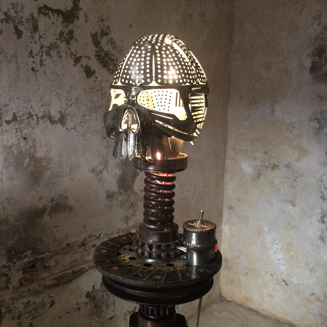 Sculpture_in_the_Gaol_2018-Skull_Lamp-by-Sam_Hawkins.jpg