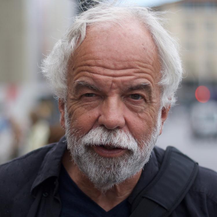 Jörn Wessel - Jörn Wessel ist ein Maler, gelernter Dekorateur und studierter Designer.Nachdem Ihn sein Weg nach Schweden, Österreich und Italien führte, lebt und arbeitet er heute in Hamburg. Sein künstlerisches Werk umfasst Motive aus Hamburg, London, New York, Österreich, Italien, Frankreich und Dänemark.