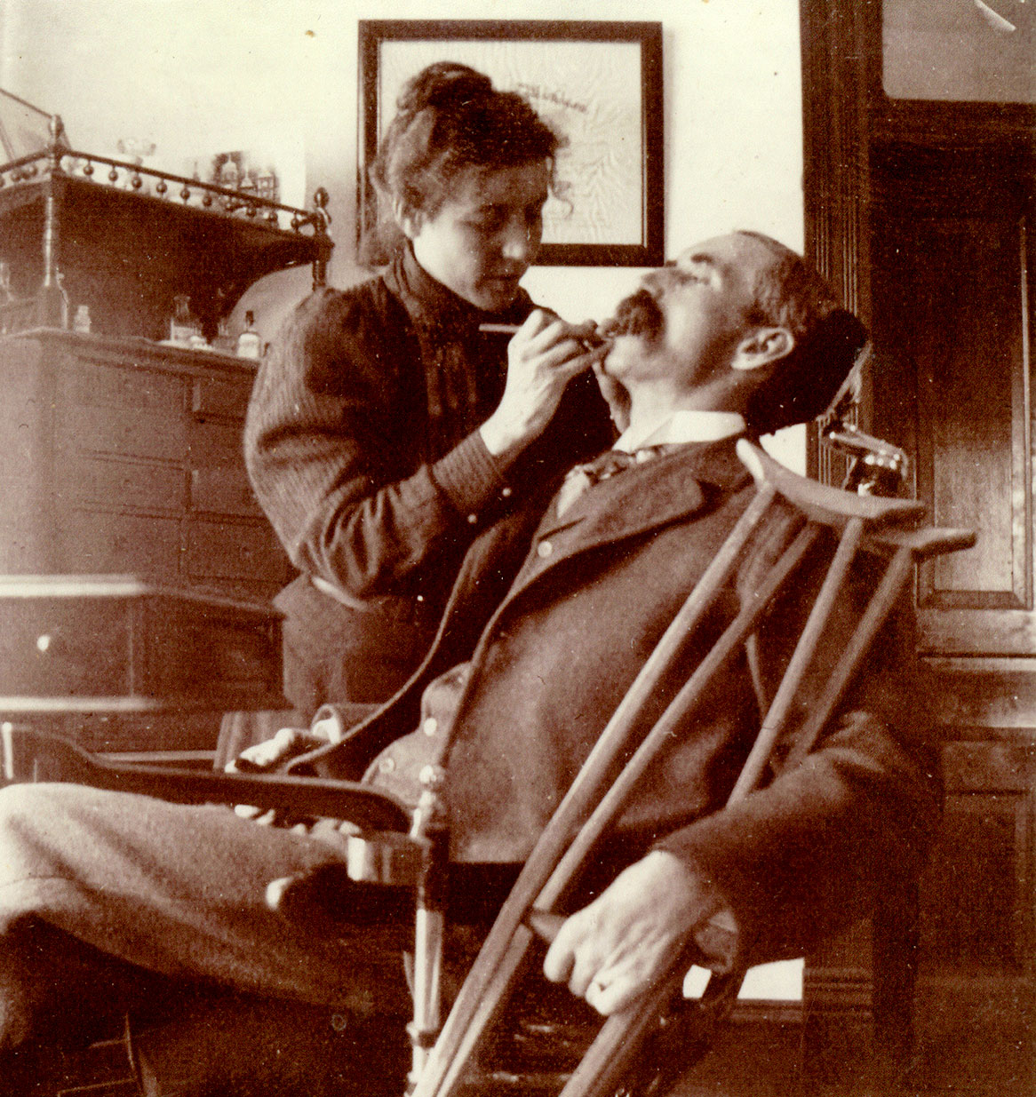 Jessie Castle La Moreaux, DDS treats a patient in her office. Photo courtesy of Rockwall County Historical Foundation.