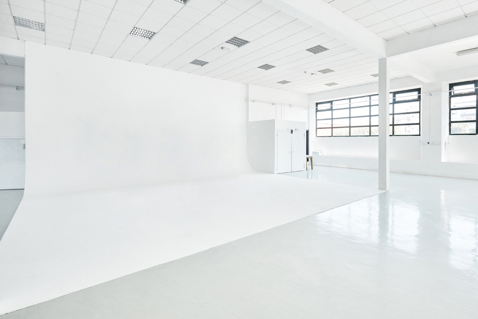 HUGE CYCLORAMA - 50 SQ METRE INFINITY WHITE BACKGROUND (6 x 8,5 M) OR WHATEVER COLOUR YOU FEEL LIKE