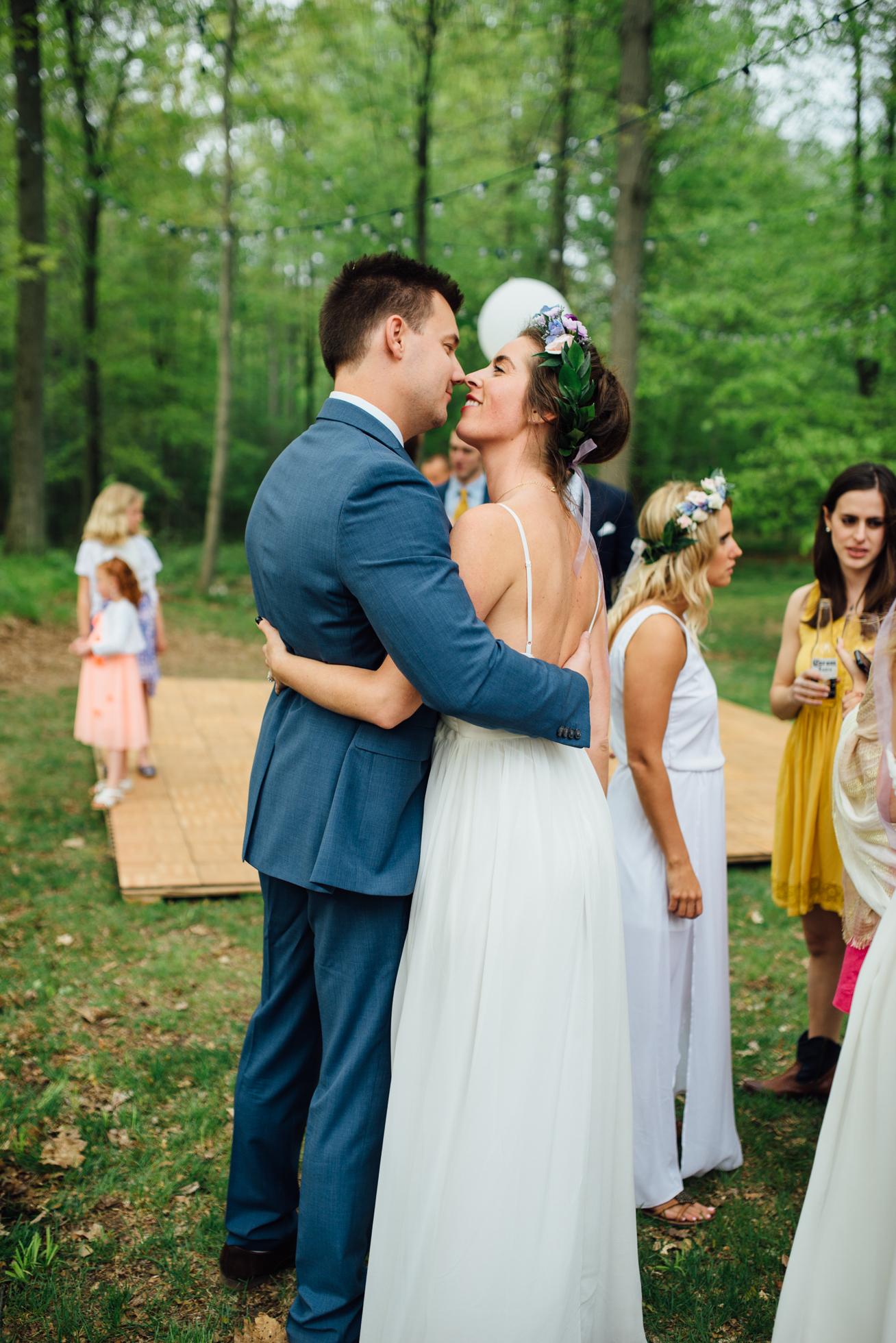 Outdoor wedding reception at Fernwood Hills in London, Ontario photographed by Sara Monika, Photographer.