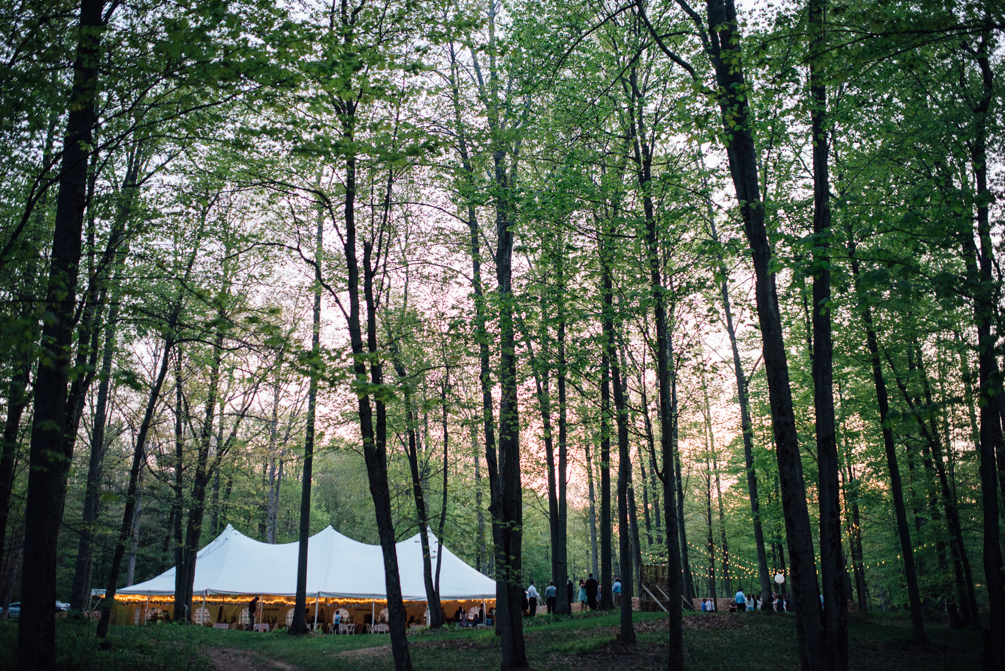 Outdoor tented wedding reception at Fernwood Hills in London, Ontario.