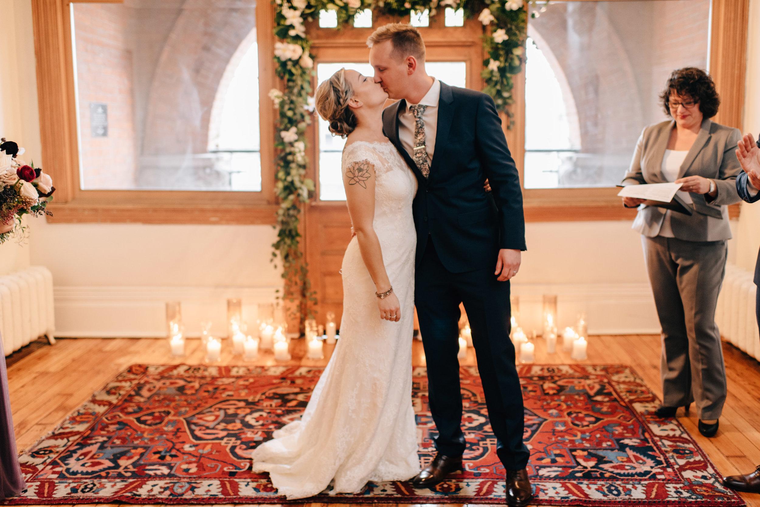 Intimate Gladstone Hotel wedding ceremony - Sara Monika Photographer