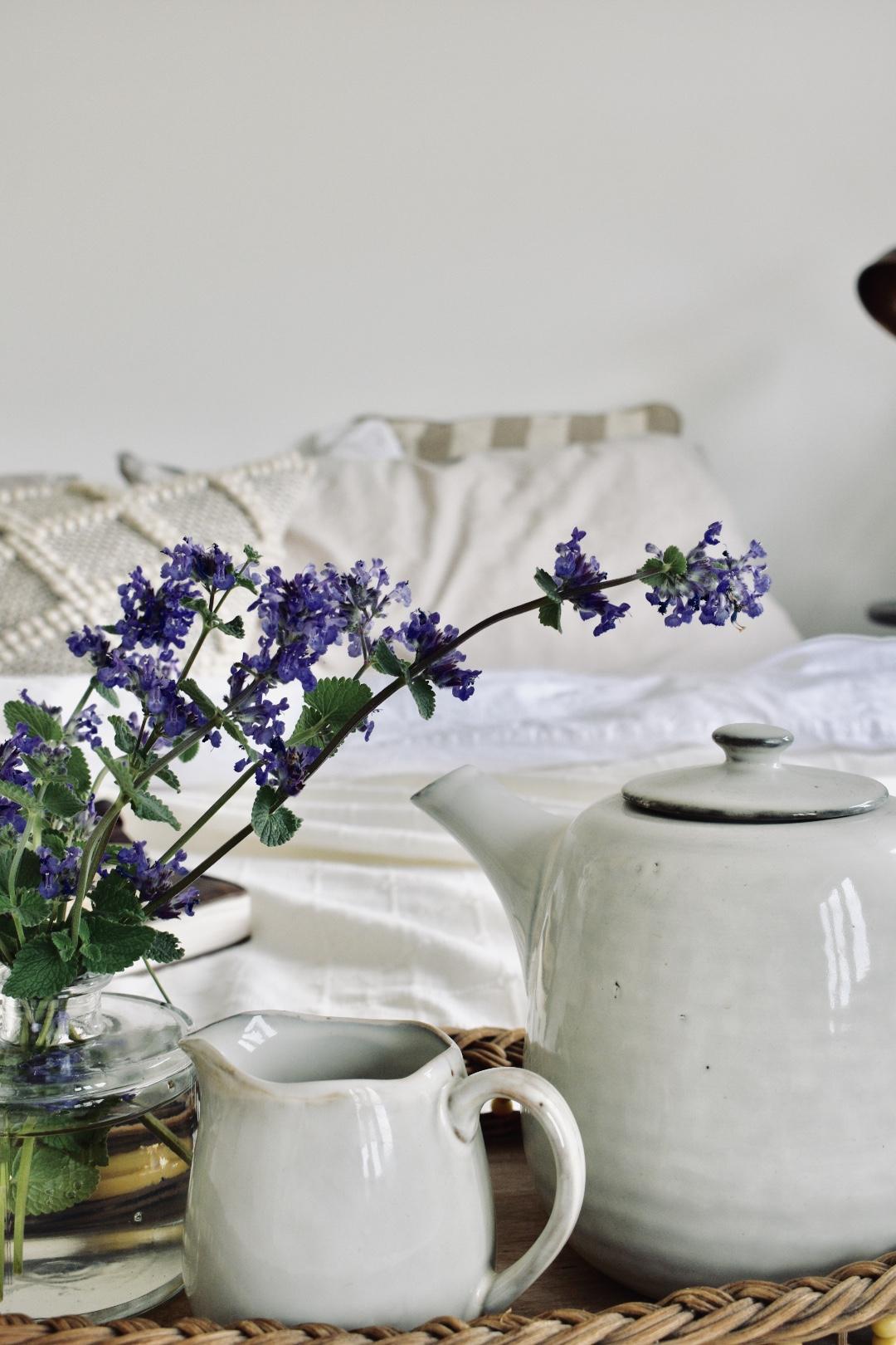 Old Mother Hubbard Tea Pot Bedroom