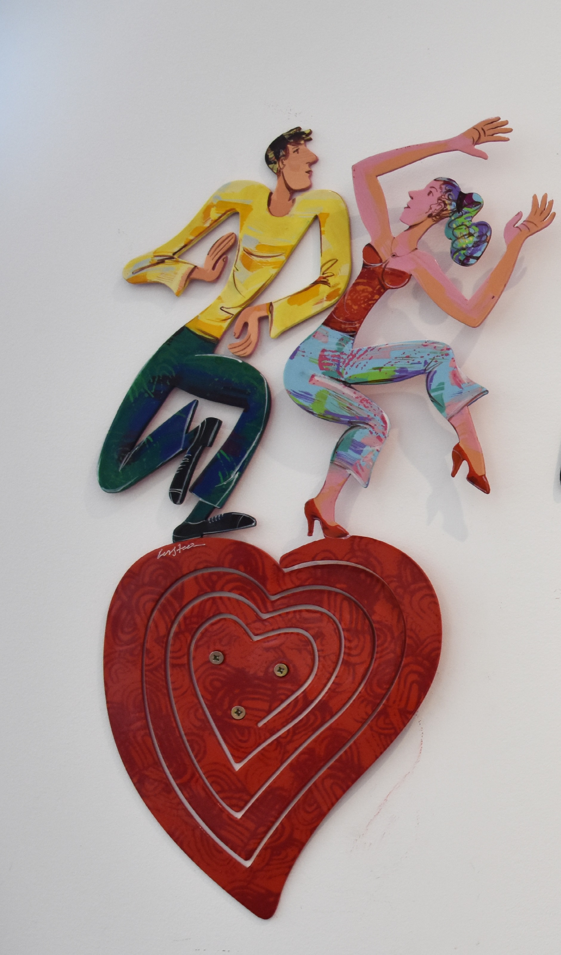 Dancing Heart - Hand painted cutout steel, 1 layer60 x 31 cm