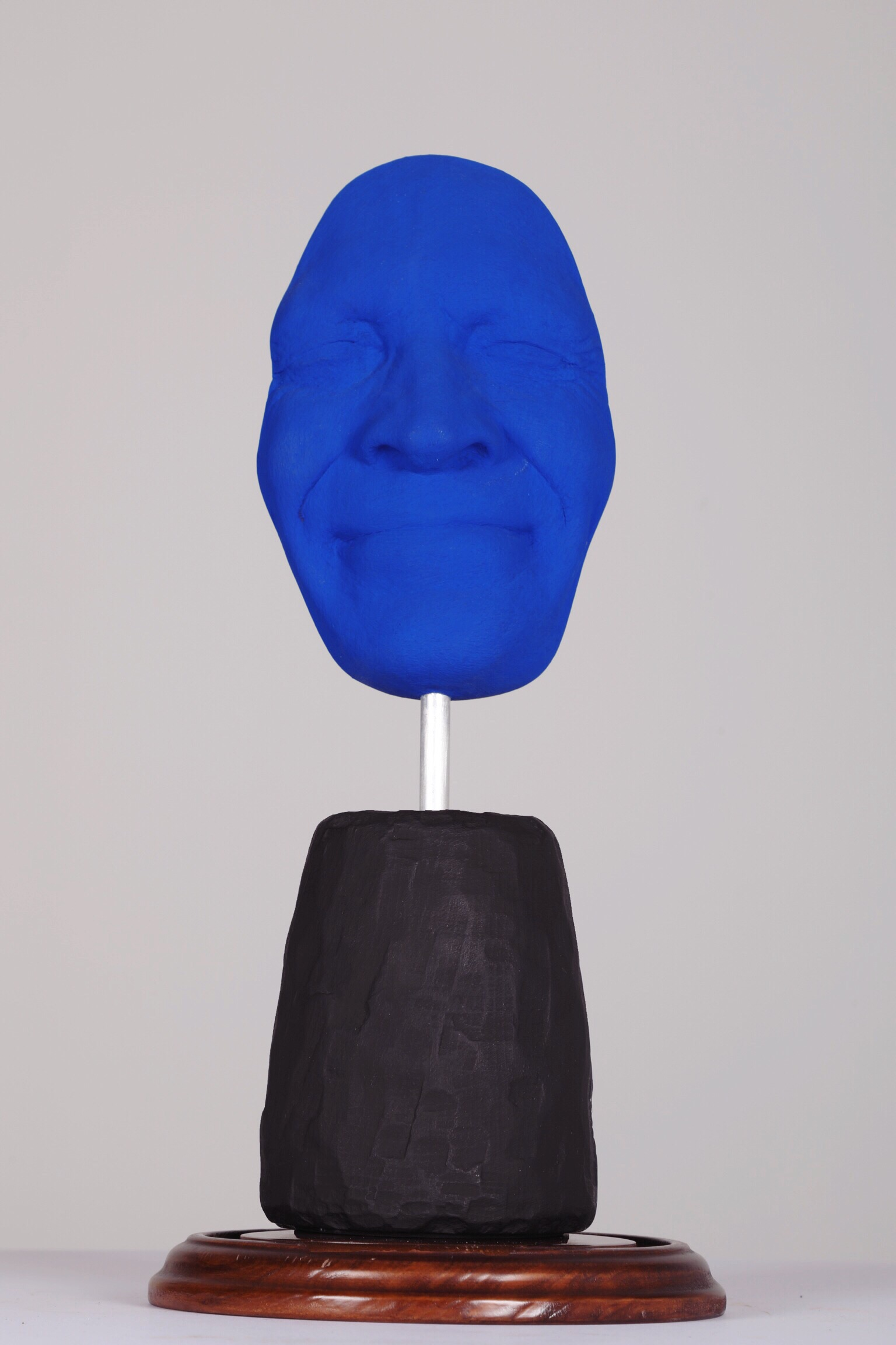 Masque III - Sourire Klein - 2012Plaster and acrylic1/8H: 42 cm