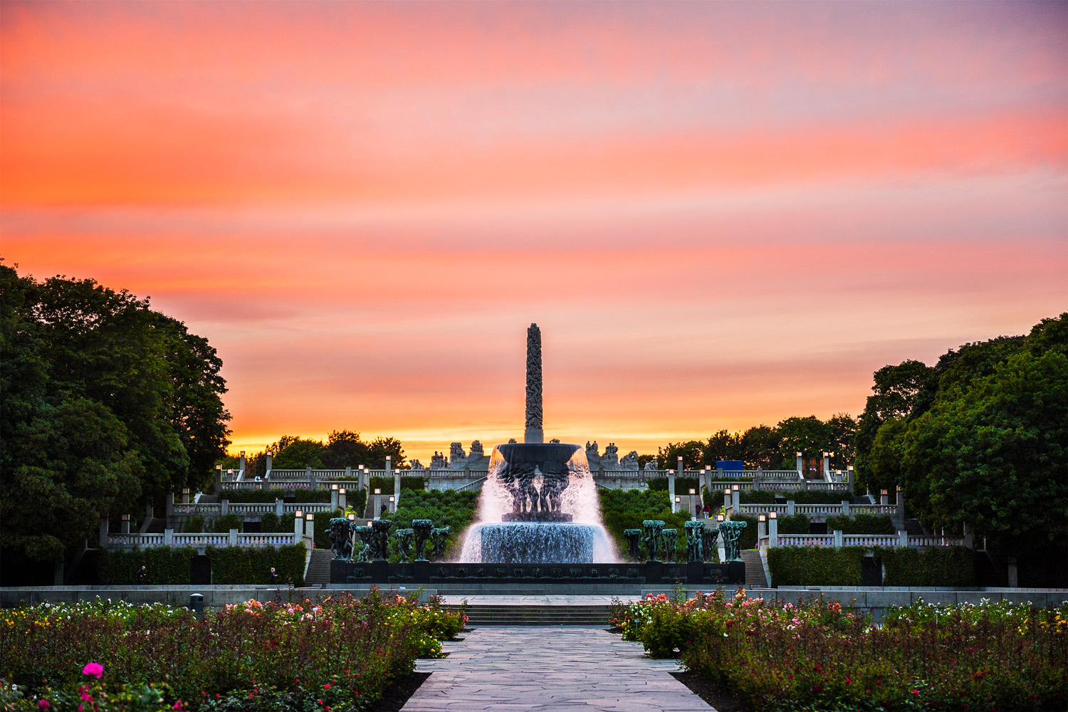 Experience Vigeland Park<strong>Did you know: Oslo's Vigeland Park, is the largest sculpture park in the world .</strong>