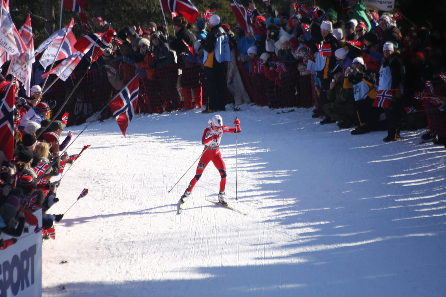Therese Johaug, Norway, leads women's 30 km at the 17 km turn in World Ski Championship 2011, Oslo. Photographer: Bjoertvedt.  Wikipedia  -  Creative Commons   Attribution-Share Alike   3.0 Unported   ,   2.5 Generic   ,   2.0 Generic   and   1.0 Generic   license.