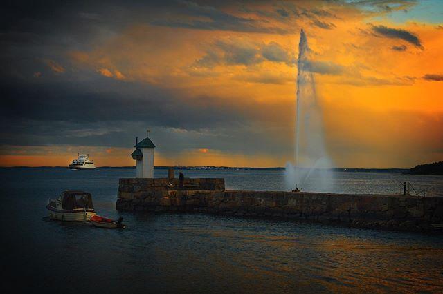 Bli med på turen OSLOFJORDEN RUNDT. Guidet omvisning og kulturhistorisk vandring ved mange av Oslofjordens attraksjoner og destinasjoner. All transport, omvisninger, snack, velkomstdrikke, middag og dessert inkludert.  Les mer og bestill billetter her www.visitoslofjorden.no/tur-oslofjorden-rundt  Om du vil at vi skal fylle ut bestillingen for deg, så ring oss på 904 10 263  For hjelp eller spørsmål om turen, nøl ikke med å kontakte oss på 904 10 263 eller post@visithvaler.no #oslo #oslofjorden #hvervenbukta #vestfold #østfold #norge #norway #visitoslofjorden #visitoslo #visitnorway #visitscandinavia #scandinavia #guidedtours #sightseeing #jeløya #jeløy #hvitsten #karljohansvern #horten #åsgårdstrand #sandefjord #friluftsliv #outdoors #tur #gallerif15 #yrbilder #godmorgennorge #nrkøstlandssendingen #nrkvestfold #nofilter