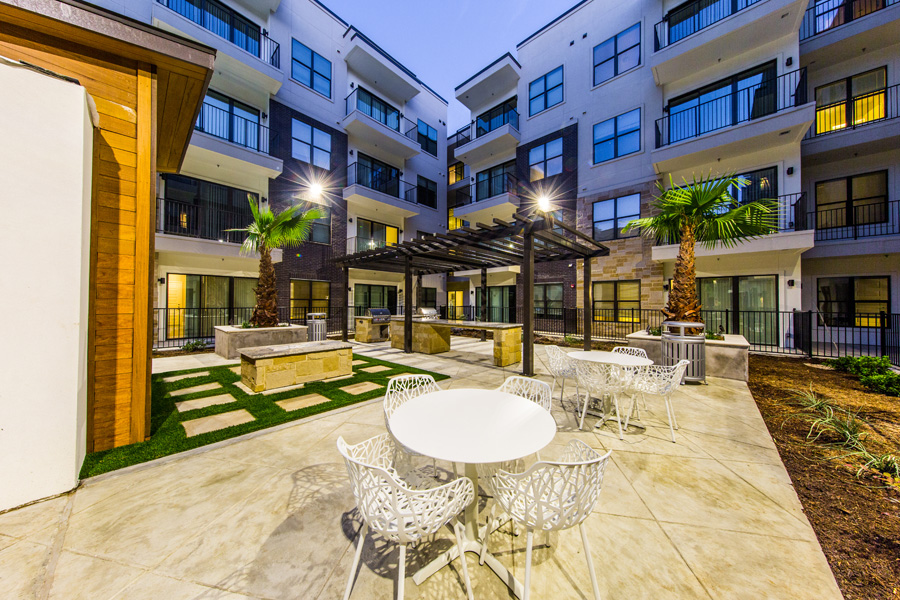 Marq 31 - Houston, Texas (Interior Courtyard)