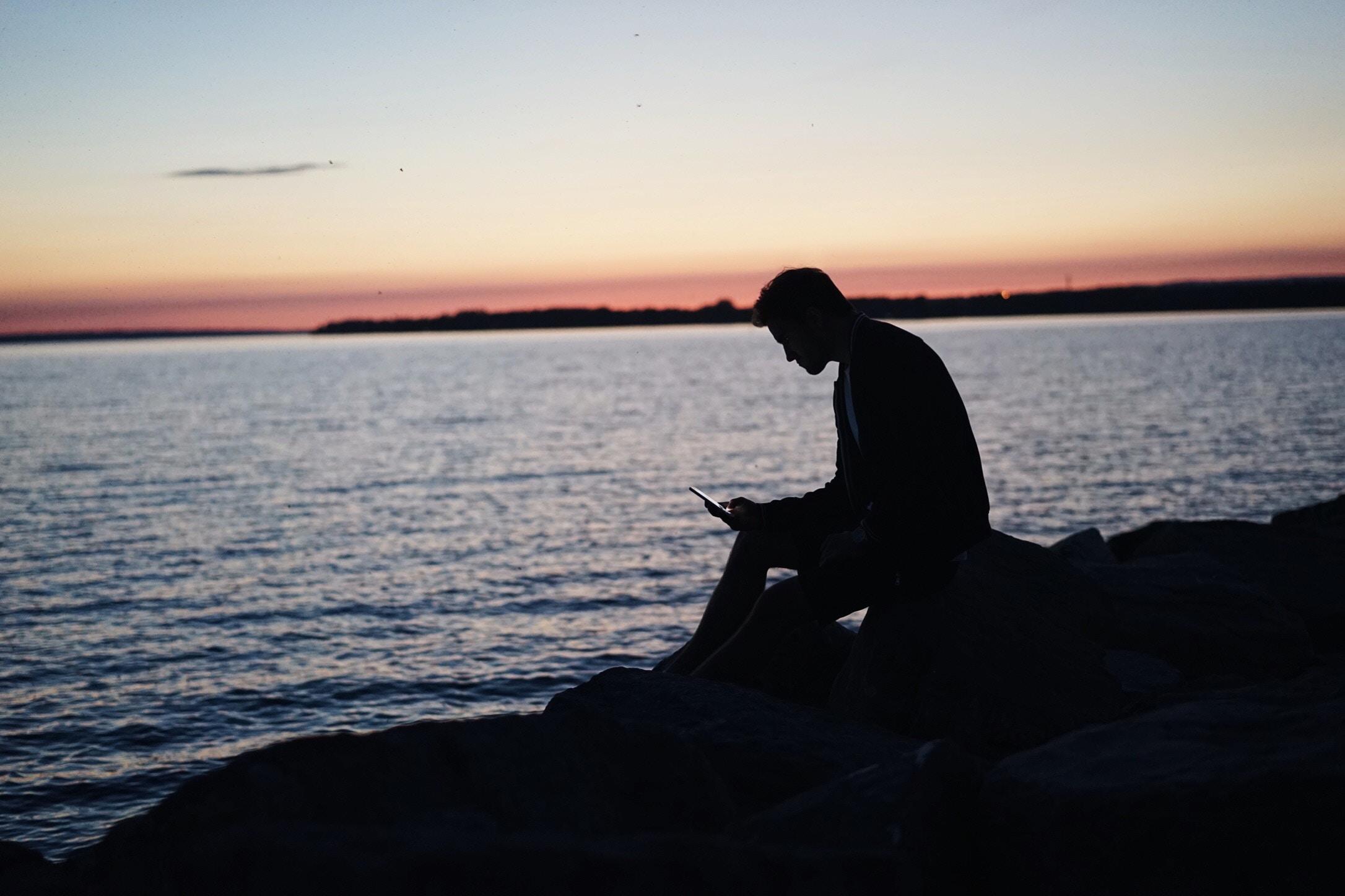 THÉRAPIE EN LIGNE - PenseesIntrusives.comvous met en contact avec des psychothérapeutes certifiés, spécialisés dans le traitement des pensées intrusives, des TOCs et des troubles associés à l'anxiété. La thérapie utilisée est laThérapie Cognitive Comportementale (TCC).