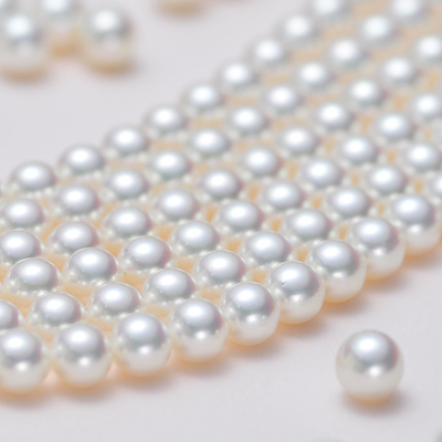 Pearl is a traditional birthstone for June.