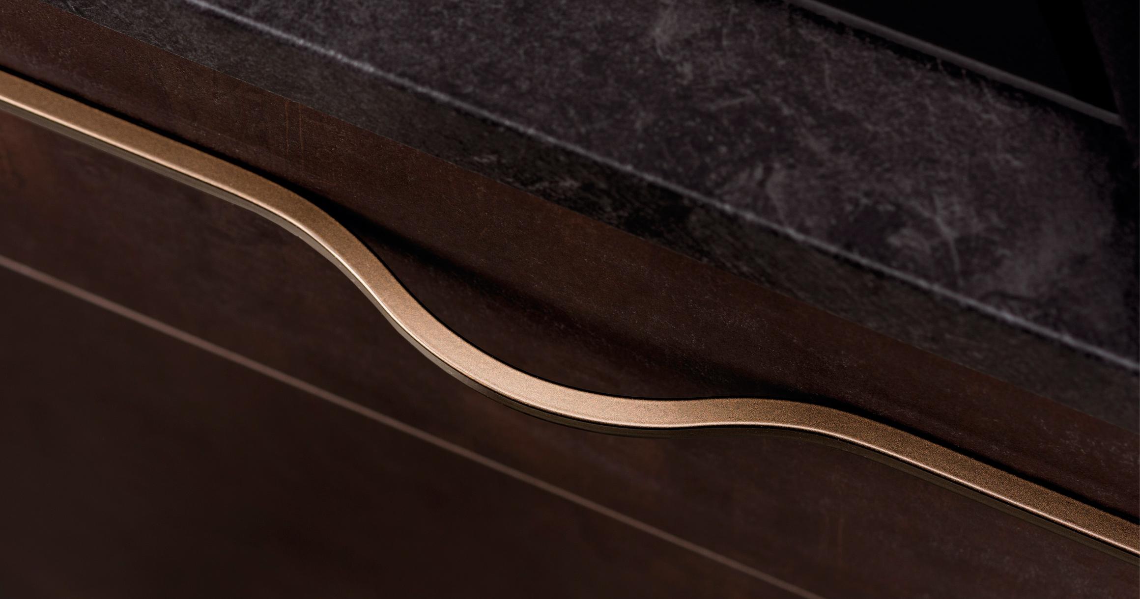 Brave handle in metallic brown. (Photo: Viefe)